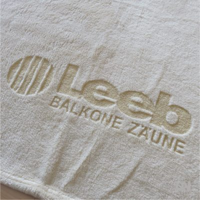 Kuscheldecke aus Microfleece in sand/beige