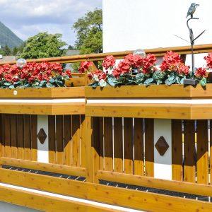 Blumenkisten zum Einhängen in verschiedenen RAL-Farben